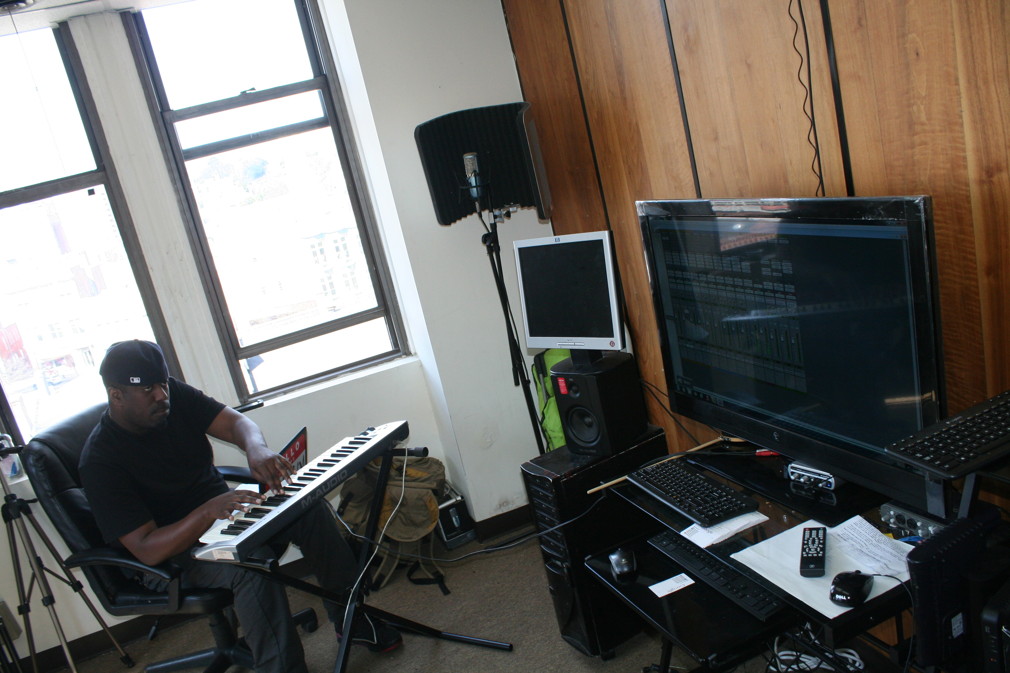 Shawty Slim In Old Studio (4)